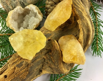 CITRINE STONE / Critine CRYSTAL / rough citrine /  Crystal Healing and Stone / Chakra stones,  Reiki Crystals, wicca and more!