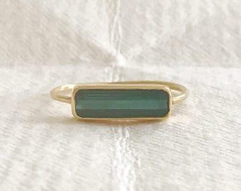 Green tourmaline and solid 18k gold horizon ring