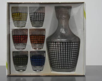 decanter and 6 glasses liquor vintage 60s checked