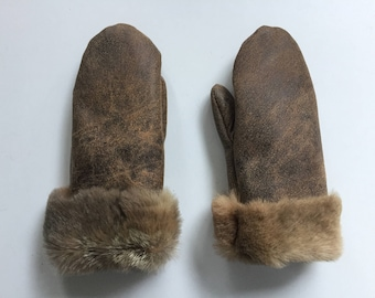 136-Children's gloves made of grown opossum fur and opossum leather