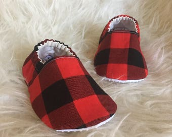 Baby Moccs: Red Buffalo Plaid / Baby Shoes / Baby Moccasins / Childrens Indoor Shoes / Vegan Moccs / Soft Soled Shoes / Montessori Shoes