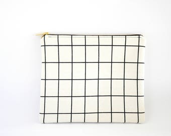 Zipper Clutch, Clutch Purse, Clutch Bag, Clutch Wallet, Fabric Clutch, Zipper Bag, Zipper Pouch, Makeup Bag - White & Black Grid Plaid