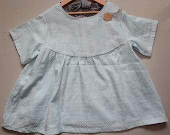 loose-fitting short sleeve blouse