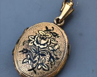 Antique Victorian Mourning Black Enamel Locket .  Antique Photo Pendant Taille d'Erpagne Jewelry