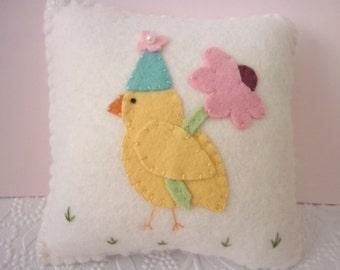 Easter Chick Pillow Felt Decoration Penny Rug Daisy Flower Primitive Applique