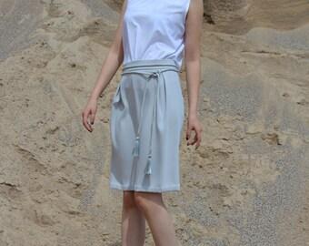 Light skirt with a belt