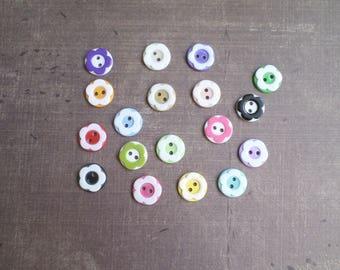 50 boutons Mélange Couleurs Fleurs 1,3 cm 2 trous