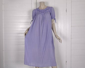Indian Cotton Dress in Lavender- Vintage 70s Breezy Gauze Hippie Festival- Small / Medium- Embroidered- Gypsy Peasant- Embroidered
