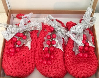 Crochet Pouches, Crochet Bags, Jewelry Bags, Christmas Treat Bags, Purses, Holiday Gift Bags, Red, Decorated Bags, gift pouch, cotton bags
