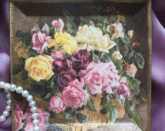 """Decoupage plate  """"Basket with roses"""""""