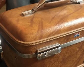Vintage locking overnight bag with key