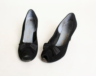 Vintage 1940s Heels - Black Suede Leather with Bows - size 6 B
