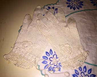 Pair of Vintage Hand Crocheted Tatting Ladies Dress Evening Gloves Off White Cream Ivory
