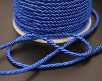 1 meter of nylon thread. (ref:4052).