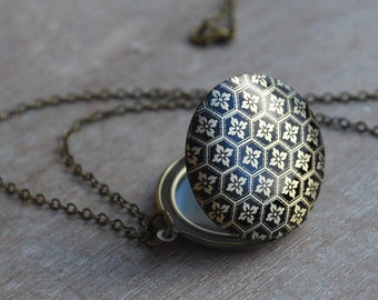 Vintage inspired locket necklace / keepsake / mothers day gift / flowers black antique bronze /