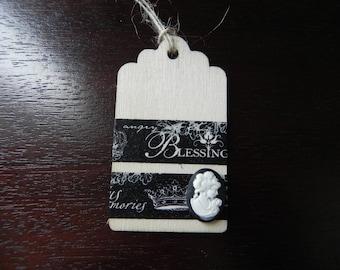 A romantic theme wooden tag measuring 7 x 4 cm