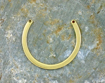 12 gold horseshoe jewelry pendant or earring pieces brass. 28mm x 24mm (T35)
