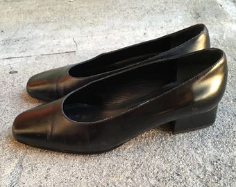 Women's vintage 90's black leather square toed ballet shoes with small block heel size 6