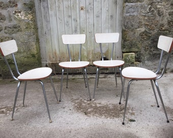 4 white chairs in Formica & wood. Period : 60s. Style dragonfly.