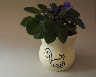 Squirrel Vase, Flower Vase, Potted Plant Holder, Kitchen Utensil Holder, Squirrel with his Acorn