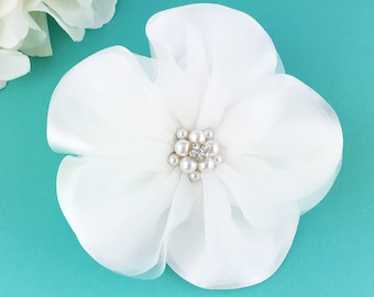 Wedding hair flower clip, wedding hair accessories, white wedding flower clip, hair flower clip, white hair flower