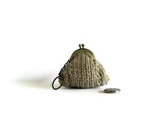 Coin Purse Knitted in Beige Wool - Hand Knit, Small, Clasp, Keychain, Money Holder, Kiss Lock, Cute, Gifts Under 20, Pouch, Change