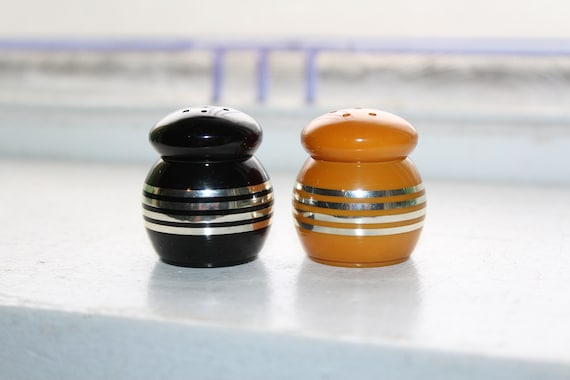 Vintage Salt and Pepper Shakers Butterscotch and Black Bakelite 1920s