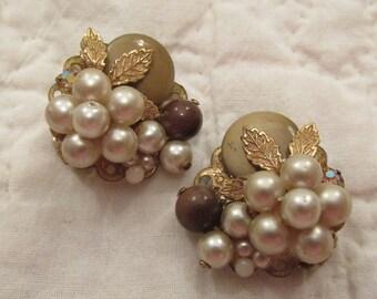 Stunning Clip Earrings Vintage faux pearls