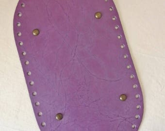 Bottom of oval faux leather, purple lavender bag. Drilled special trapilho. REF E.091