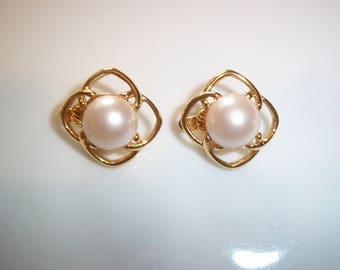 Signed Marvella Faux Pearl Cabochon Gold~Tone Clip On Earrings~~Vintage 80's Domed Pearl Art Deco Style Costume Jewelry Excellent Condition