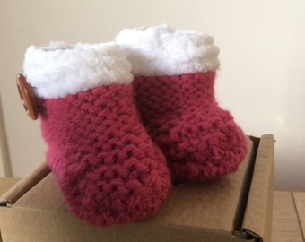 Baby booties, hand knitted baby boots, knit baby boot, Handmade Winter baby boots, Hand knitted baby boots, Infant booties.