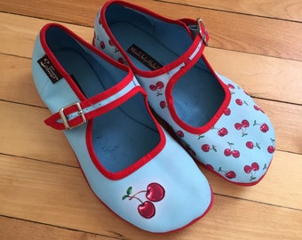 Girls Hot Chocolate Design Blue Red Cherries Cherry Mary Janes Shoes! Size 1