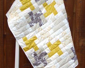 Modern gray and yellow gender neutral nursery quilt