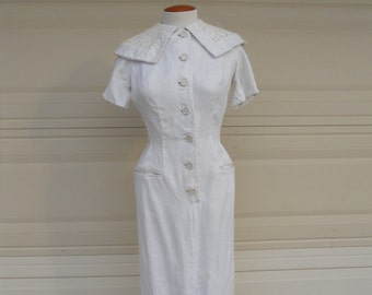 Vintage 40s/50s White Linen and Lace Dress . Button Up