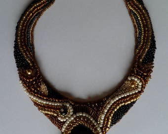 Necklace in black, white, amber and gold with a black/white agate.