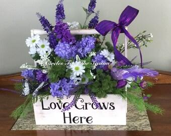 Summer centerpiece, floral arrangement, lilac flowers, farmhouse decor, country style decor, table decoration
