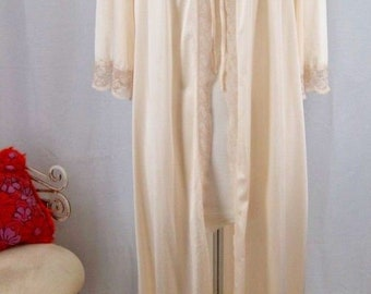 Buttery Soft Cream MISS ELAINE Robe