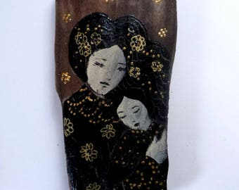 Driftwood statuette, mum and child  in black and gold on a poetic way