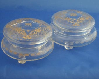 Pair of trinket box dresser jars or powder jars. Cut crystal gilded dressing table jars with lid and feet