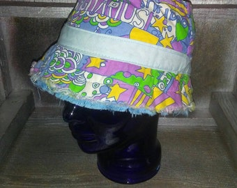 "Vintage 70s Retro Tattered Multicolored Zodiac Bucket Hat Sz 7 / Vtg 1970s Summer Summertime Hat 22"""