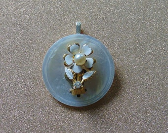 Vintage upcycled button and white flower floral pendant necklace jewelry