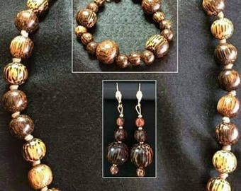 Cleopatra necklace, bracelet and earrings-set wooden woman