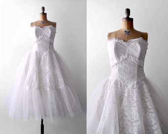 1950's wedding dress. lace. 50's full dress. tulle skirt. s 50 strapless dress. white. prom. m