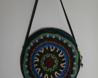 Circular shoulderbag - crocheted decoration