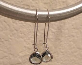 Light gray drop earrings