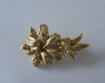Vintage 1970s Gold Tone Hummingbird Pin with ornate details