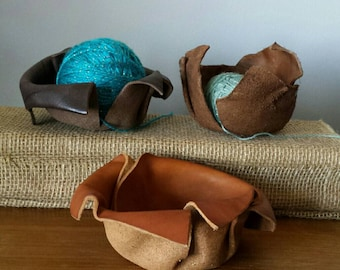 Leather knitting yarn bowls