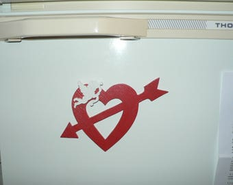Magnet Valentine Red Heart topped with a Cherub in woodcut.