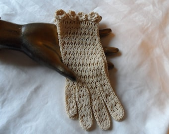 Vintage 1950's Hand Crocheted Cream Gloves* Size Medium . FALLALA Made In France . Party . Prom . Wedding . Bridesmaid