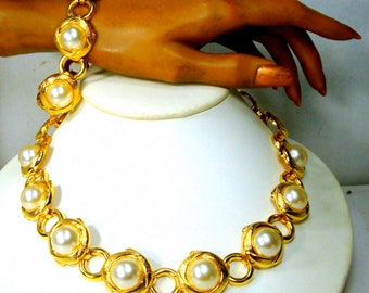 White Pearls On Linked Gold Necklace & Bracelet SET,  Timeless Collar, 1980s, Very Classic, Unused, Super Shiny and Immaculate Demi Parure